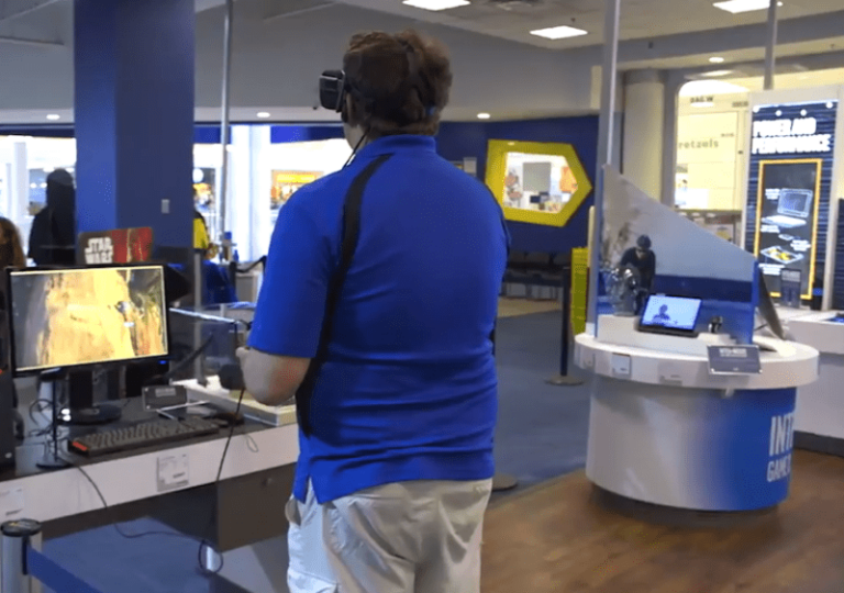 Customers Try Oculus Rift for the First Time: 'It's Incredible to See'