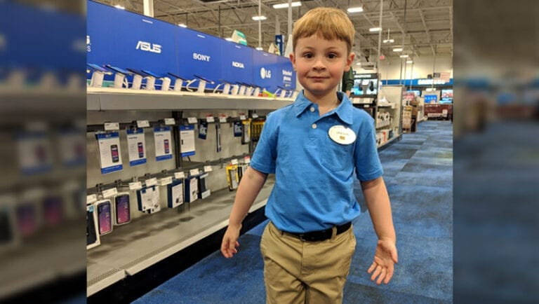 4-year-old Best Buy 'employee' dresses the part at preschool