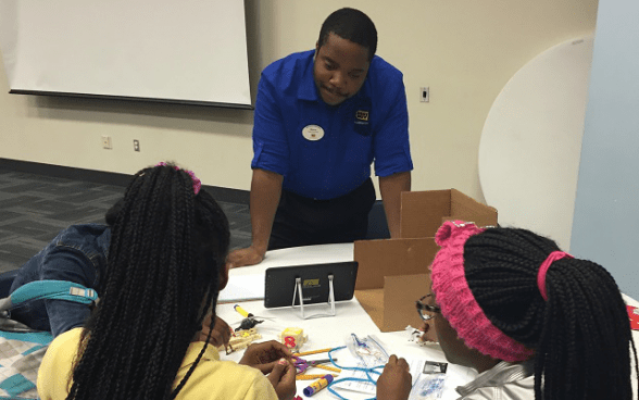 Best Buy Volunteers Teach Teens to Build Smartphone Apps and More
