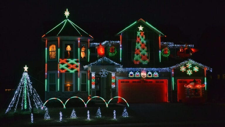 Geek Squad Employee Brightens the Night with 10,000 Holiday Lights