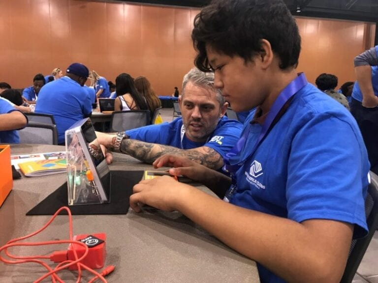 Best Buy volunteers help Phoenix students build laptops