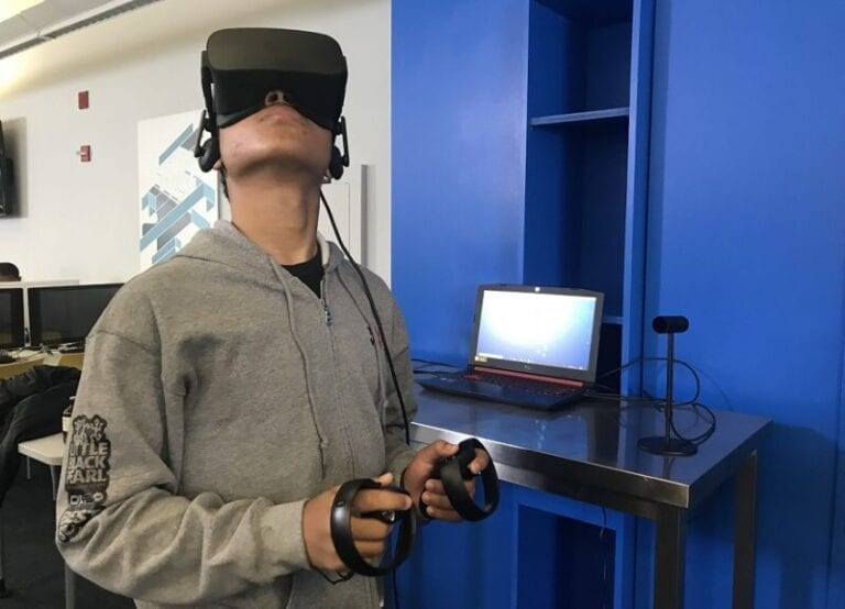 Best Buy, Oculus Bring VR to Teens at Chicago Teen Tech Center